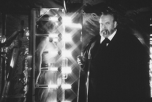 Orson Welles performing an illusion in The Magic Show. © Filmmuseum Muenchen/Orson Welles Collection