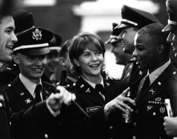 Karen Walden (Meg Ryan) celebrates the completion of her military schooling in the gender-integrated US Army in Courage Under Fire