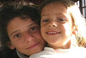 Isra (left) in La Leyenda del tiempo