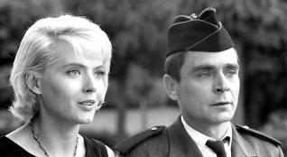Corinne Marchand and Antoine Bourseiller in Cléo de 5 à 7