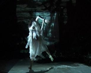 Dancer Alice Azam performing in Beachcombers en lumière.