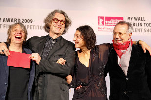 The jury of the Berlin Today Award 2009: Andreas Dresen, Wim Wenders and Emily Atef, with Berlinale director Dieter Kosslick. Photo: Anja Plonka