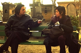 Chen Shiang-Chyi meets Jean-Pierre Léaud at the cemetery in What Time Is It There?