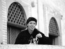 Leslie Thornton on location, Kenadsa, Algeria, 1991 (photo: S. Slyomovics)