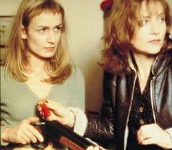 Sophie (Sandrine Bonnaire) and Jeanne (Isabelle Huppert) in La Cérémonie