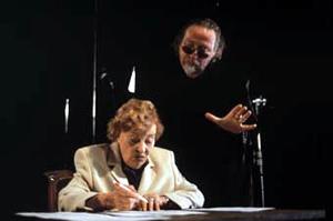 Marianne Hoppe and Schroeter, Die Königin
