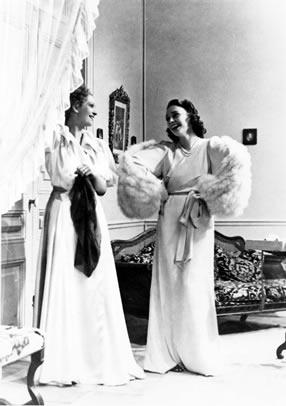 La Règle du jeu: Christine (Nora Grégor) deceives Geneviève (Mila Parély), pretending she has known about the latter's affair with Robert La Chesnaye all along