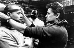 Hopkins and Demme on the set of The Silence of the Lambs