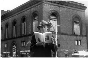 Jonas Mekas in front of the Anthology Film Archives