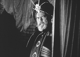 Orson Welles as Abu Kahn in The Magic Show. © Filmmuseum Muenchen/Orson Welles Collection