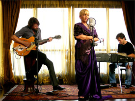 Sezen Aksu, with Alexander Hacke on guitar, in Crossing the Bridge: the Sound of Istanbul