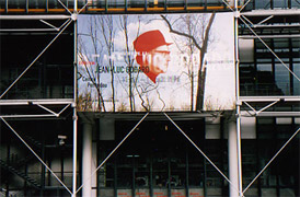 Travel(s) in Utopia exhibition banner fixed to the steel frames of the Pompidou