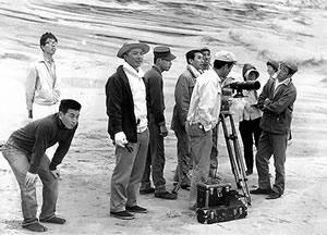 Hiroshi Teshigahara (third from left) on location shooting The Woman in the Dunes. Photo: Yasuhiro Yoshioka. Taken from the official Hiroshi Teshigahara website (http://www.teshigaharahiroshi.com)